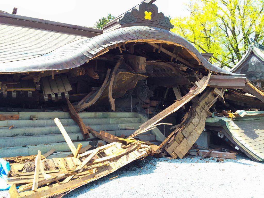 熊本地震、倒壊した、阿蘇神社、楼門