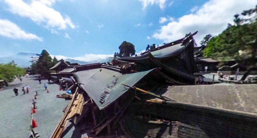 熊本地震、倒壊した、阿蘇神社、楼門、俯瞰