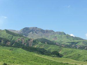楢尾岳、阿蘇中岳ジオサイト中岳第一火口の北側。