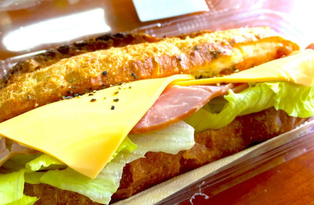 阿蘇のランチ、道の駅阿蘇のお弁当「フランスパンサンド」