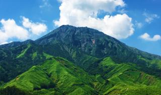 2016年8月の阿蘇五岳「高岳」