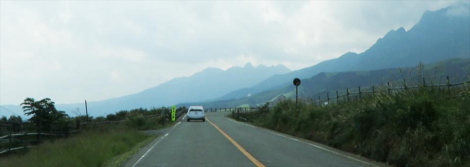 阿蘇登山道からの根子岳と楢尾岳