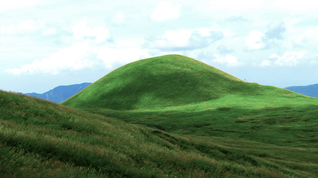 80mの小さくてかわいい火山、米塚。